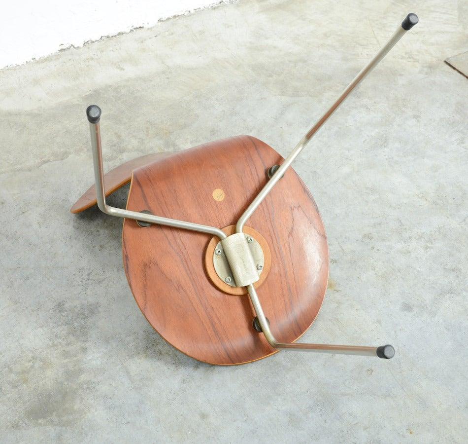 three legged ant chair by arne jacobsen for fritz hansen at 1stdibs. Black Bedroom Furniture Sets. Home Design Ideas