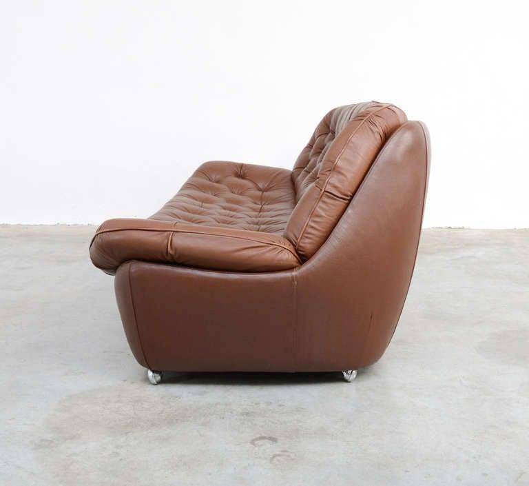 xxl 1970s brown leather sofa at 1stdibs. Black Bedroom Furniture Sets. Home Design Ideas