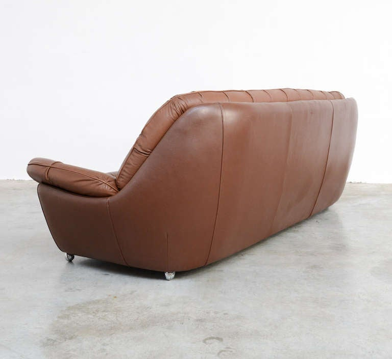 xxl 1970s brown leather sofa at 1stdibs. Black Bedroom Furniture Sets. Home Design Ideas
