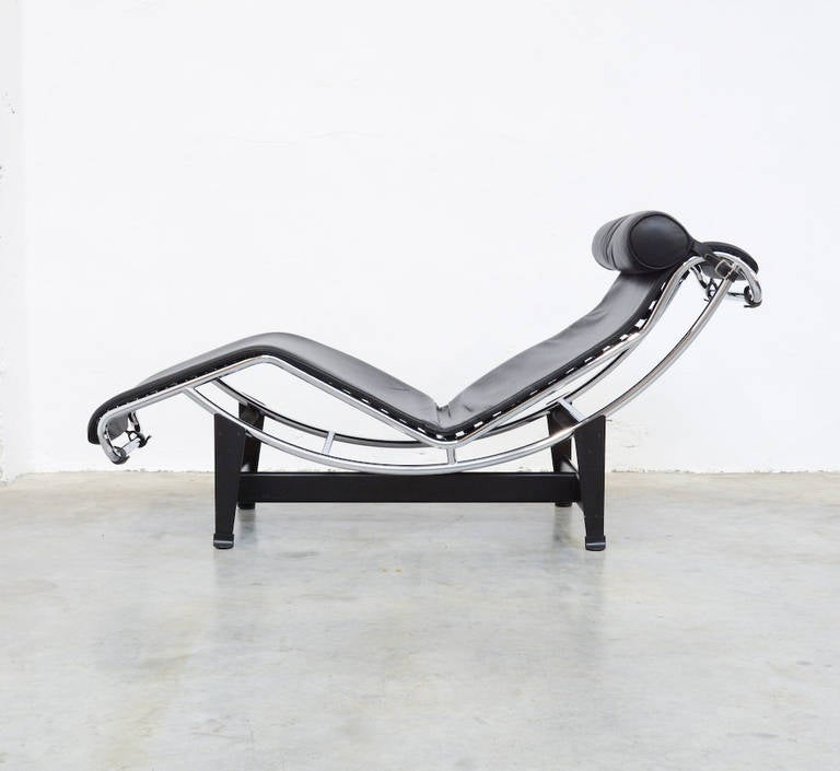 Chaise longue lc4 by le corbusier for cassina at 1stdibs for Chaise longue le corbusier wikipedia