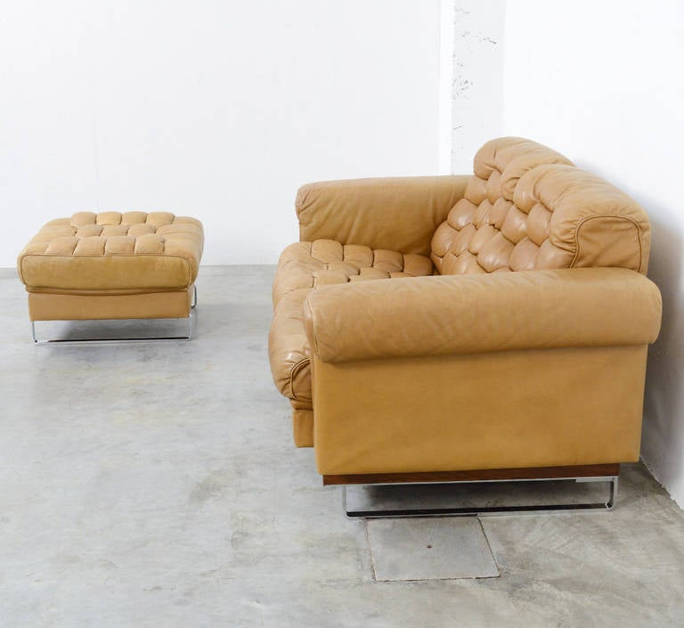 De sede two seat sofa and hocker ds p at 1stdibs for Couch hocker