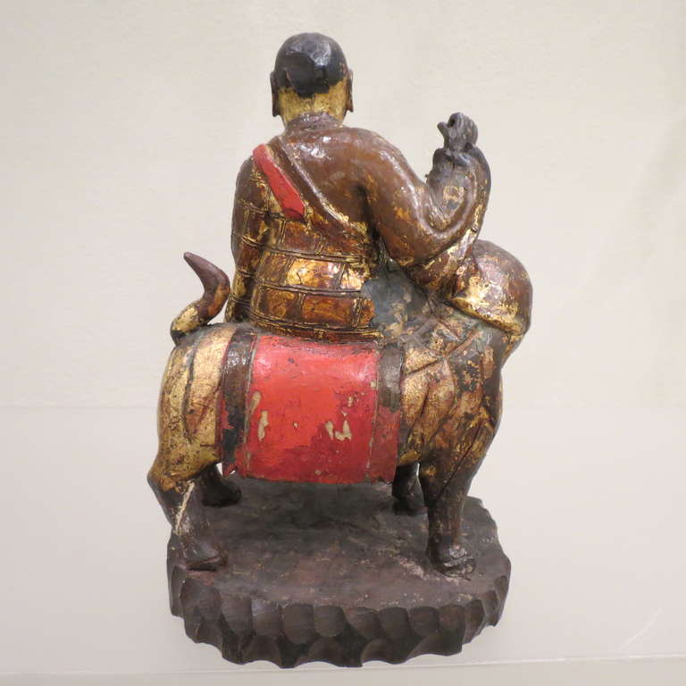 Ancient Chinese Hand-Carved Lohan Monk Buddha On Lion, Kangxi, 1661-1722 In Good Condition For Sale In Torino, IT