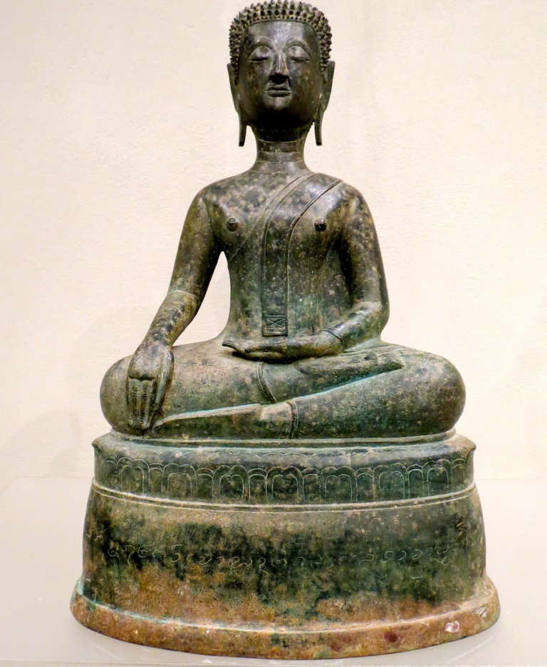 Fine Northern Thai bronze statue of a meditating Buddha, Lan Na school, seated in the cross-legged yogic posture of Satvaparyankasana with hands in Bhumisparsha mudra ('calling the Earth to witness' gesture which commemorates the Buddha's