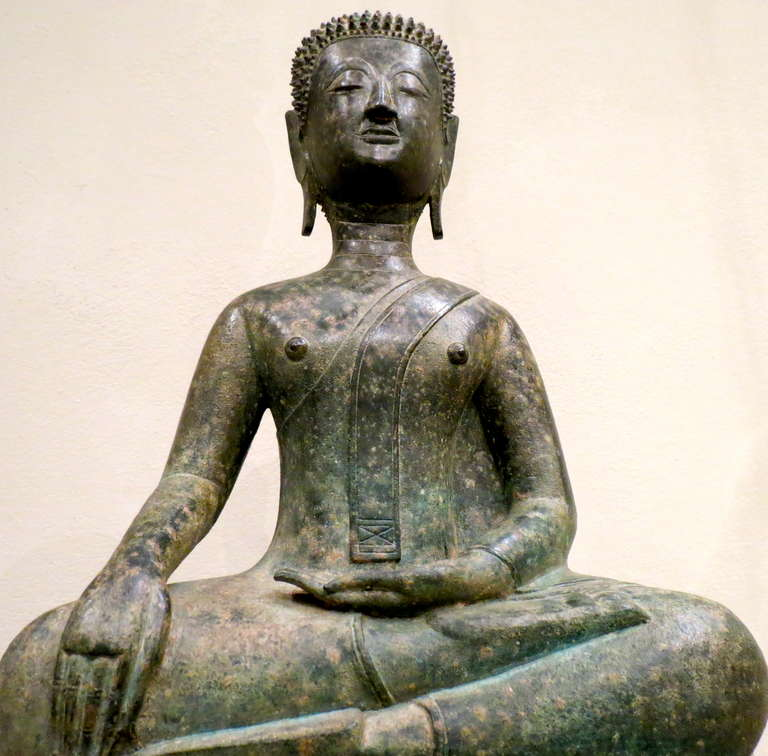 Fine 17th Century Northern Thai Bronze Statue of a Meditating Buddha In Good Condition For Sale In Torino, IT