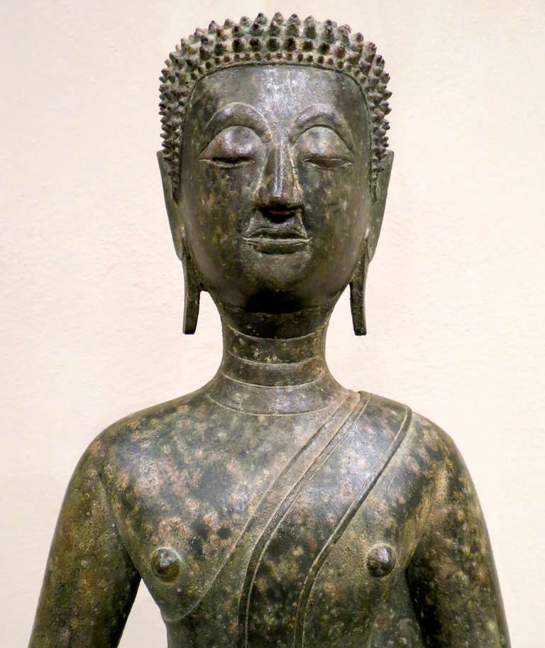 Mid-17th Century Fine 17th Century Northern Thai Bronze Statue of a Meditating Buddha For Sale