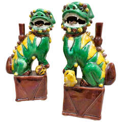 Pair of Famille Verte et Jaune Foo Dogs, Qing Dynasty