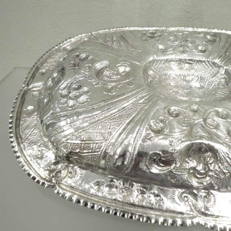Antique 18th century spanish silver oval platter for sale for Sanchez granada sofas