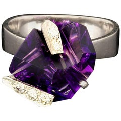 1977 Andrew Grima Modernist Fantasy Cut Amethyst White Diamond Gold Ring