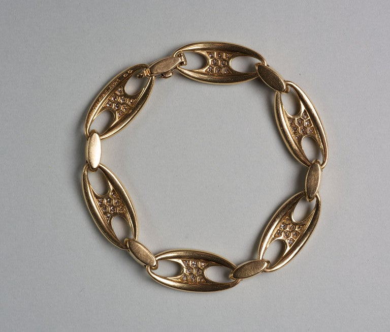 Mauboussin Diamond Gold Chain Bangle Bracelet, circa 1965 In Excellent Condition For Sale In Amsterdam, NL
