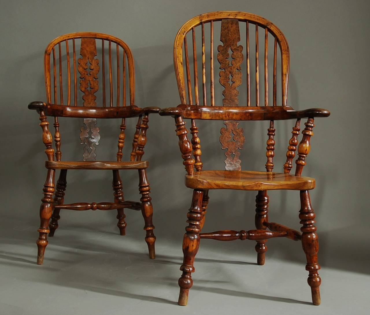 High back antique chairs - Pair Of Broad Arm Burr Yew Wood High Back Windsor Chairs 3