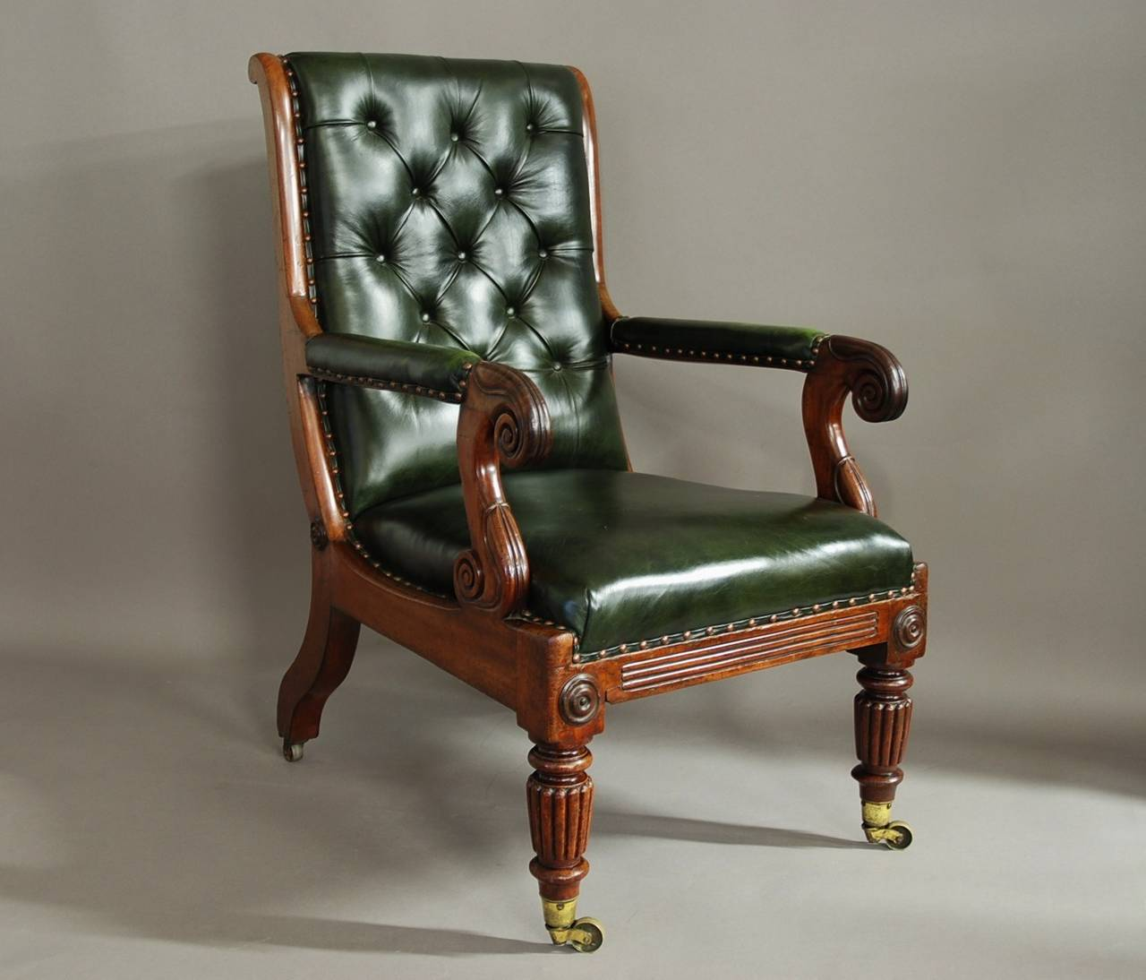 A superb William IV mahogany and green leather library chair. The chair  consists of a - William IV Mahogany And Leather Library Chair At 1stdibs