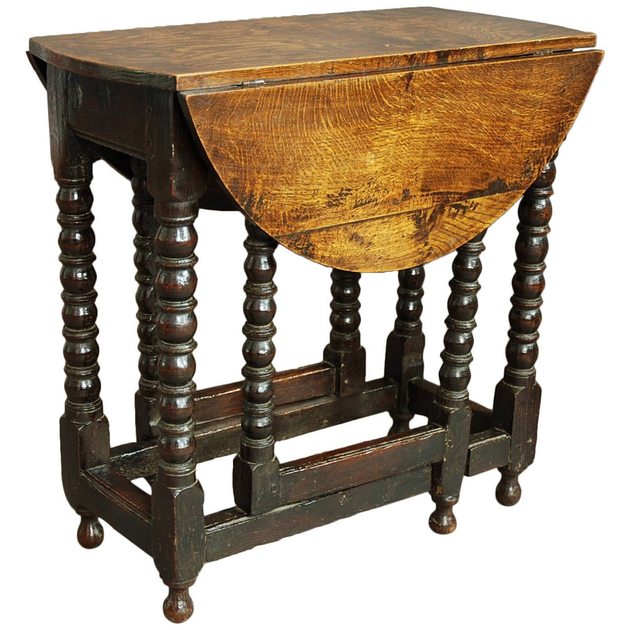 Rare 17th Century Gateleg Table Of Small Proportions 1