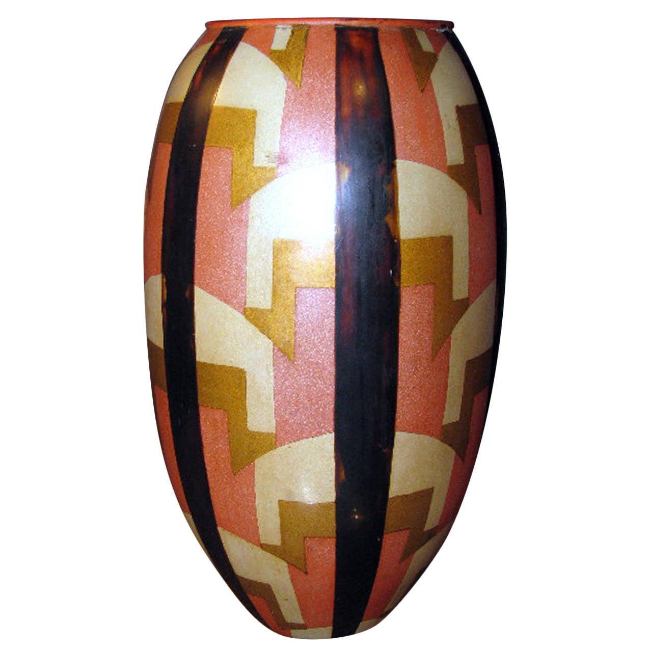 Egg-Shaped Lacquer Vase