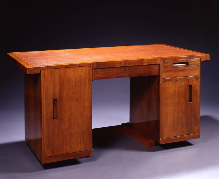 Walnut front casing desk resting on a stretcher presenting a slightly set forward basis opening on its left by a drawer in the upper part, a door in its lower part, and on its right by a door and a drawer in the centre. The top has been recovered