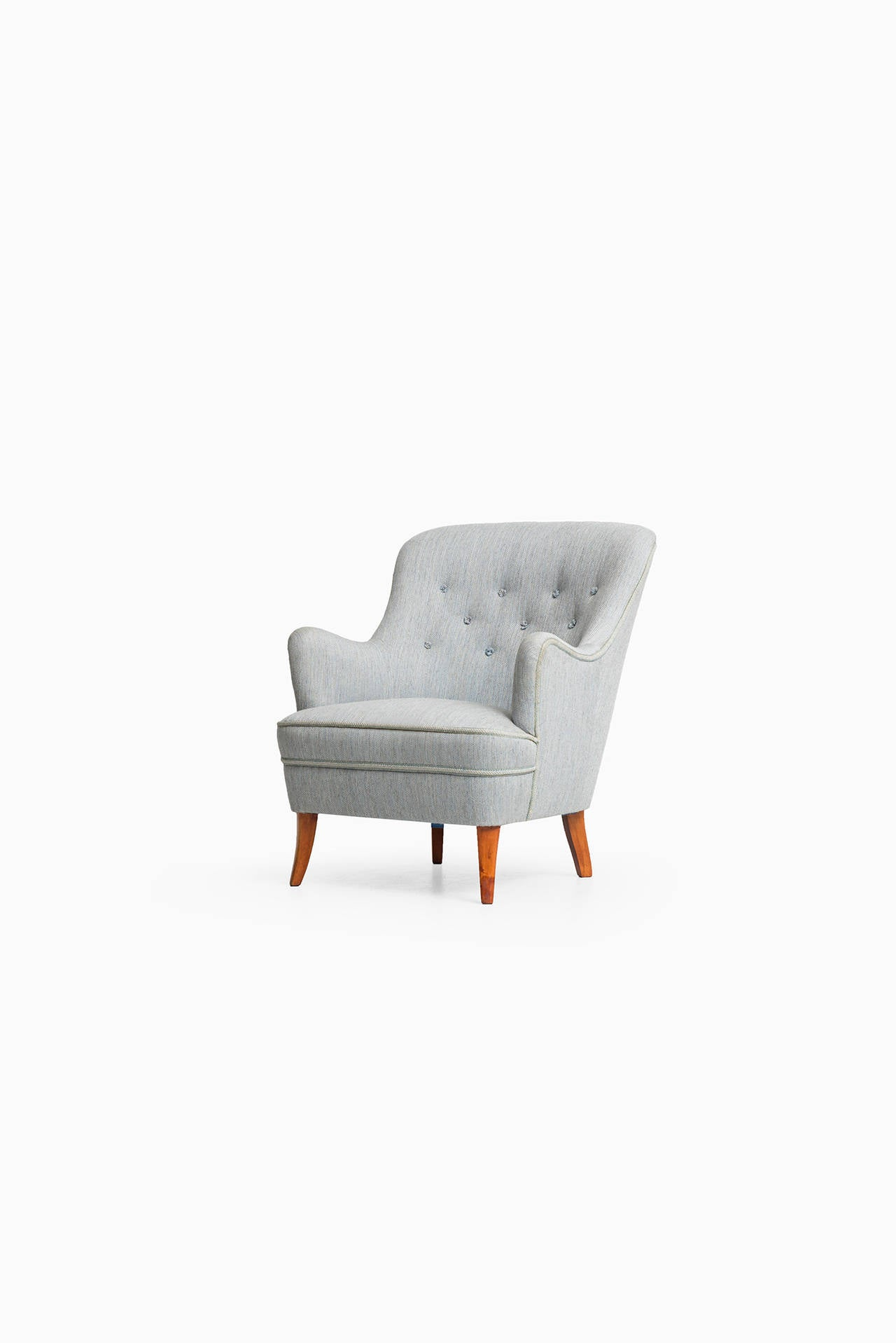 Rare easy chair designed by Carl Malmsten. Produced by O.H Sjögren in Tranås, Sweden. Matching sofa and easy chair available.