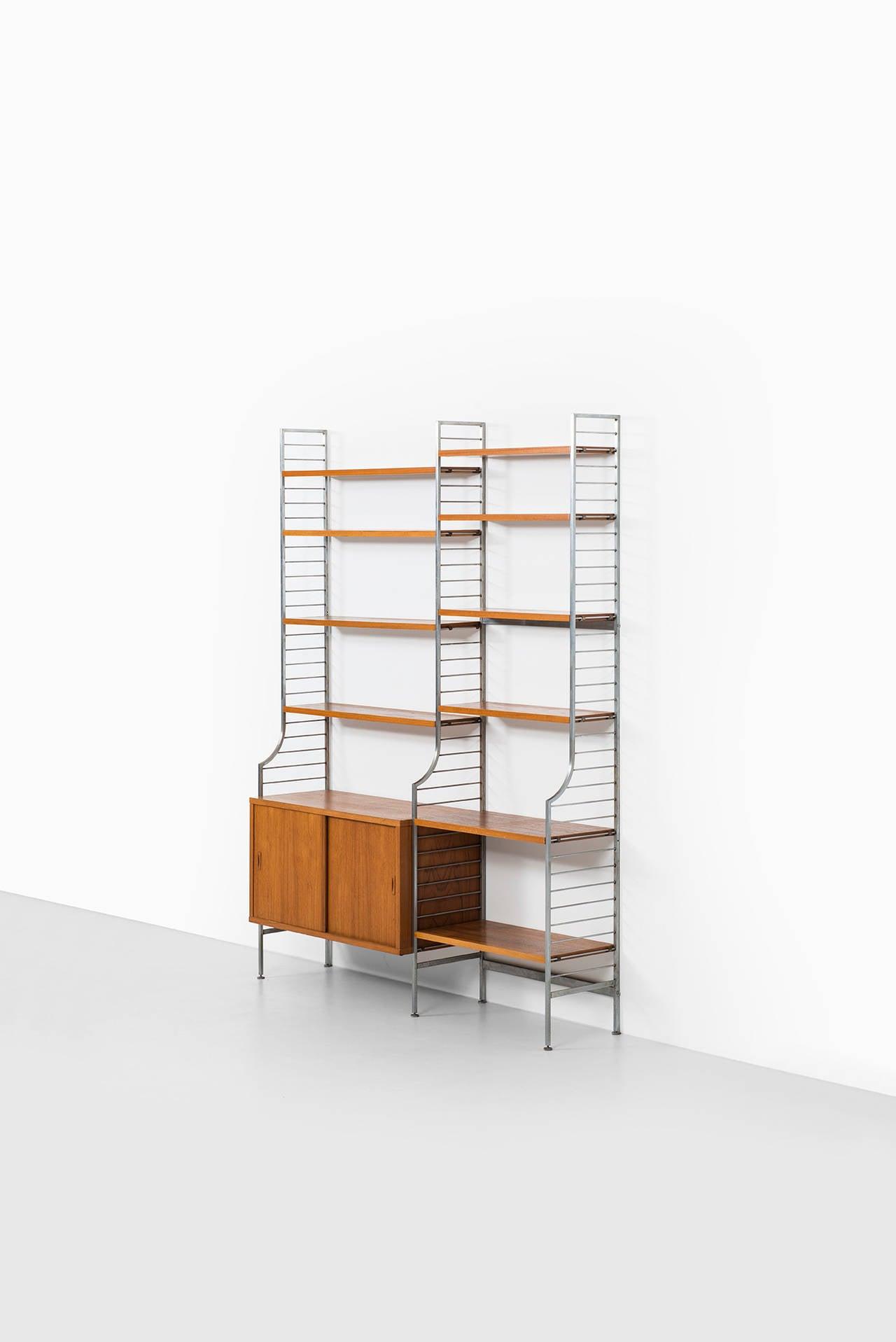 nisse strinning continental shelf system by string design ab in sweden at 1stdibs. Black Bedroom Furniture Sets. Home Design Ideas