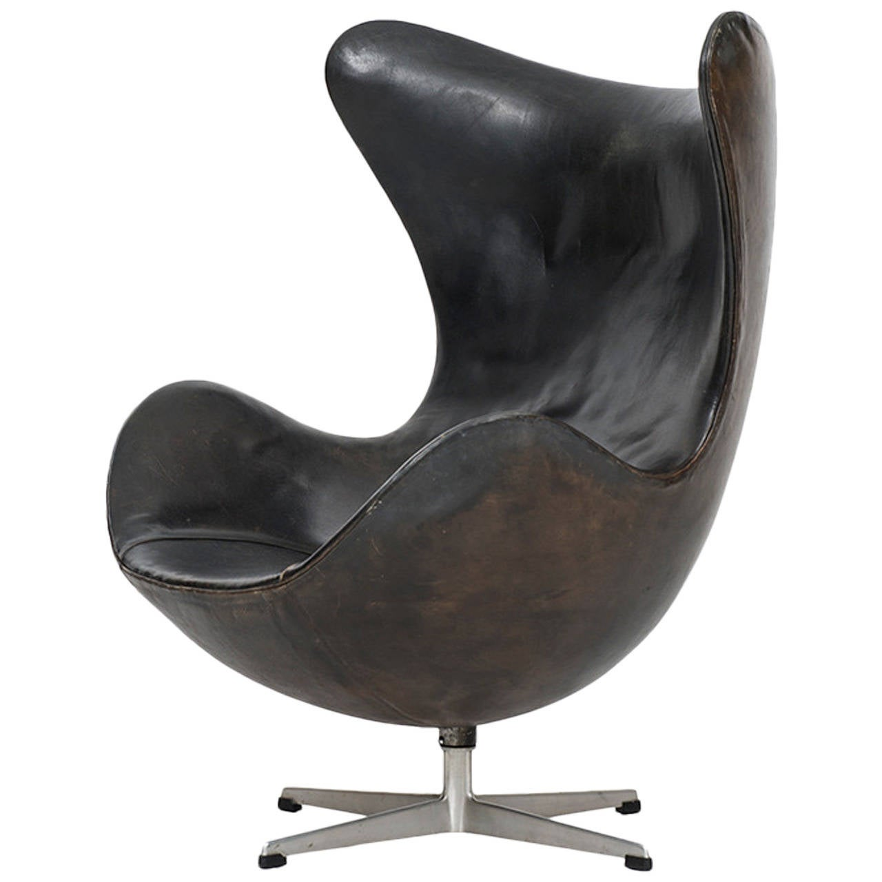 arne jacobsen early egg chair in original black leather by fritz hansen at 1stdibs. Black Bedroom Furniture Sets. Home Design Ideas