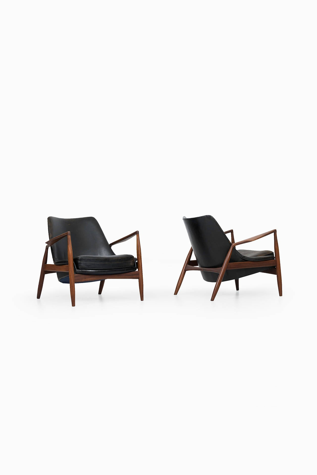 This sculptural pair of lounge chairs by ib kofod larsen is no longer - Ib Kofod Larsen Seal Easy Chairs By Ope In Sweden 2