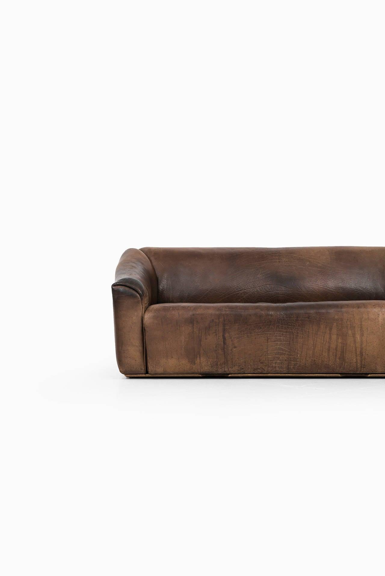 de sede sofa model ds 47 in thick bullhide at 1stdibs. Black Bedroom Furniture Sets. Home Design Ideas