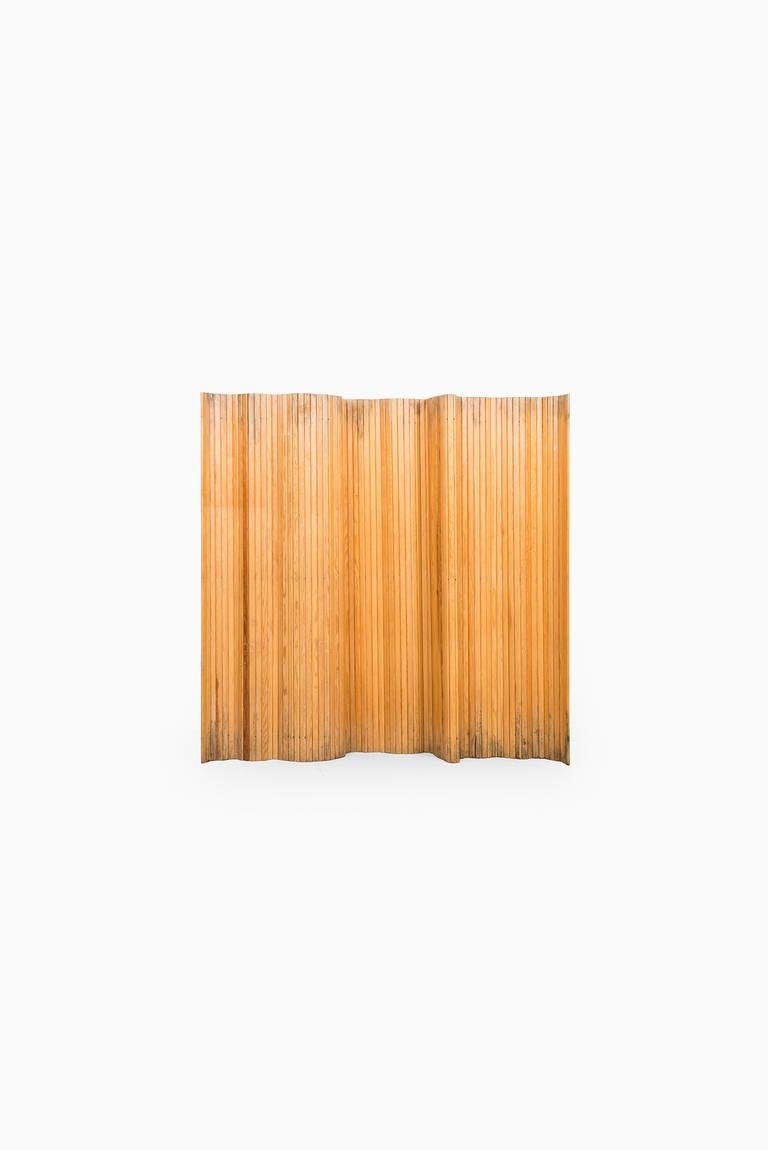 Finnish Alvar Aalto Screen in Pine Produced by Artek For Sale