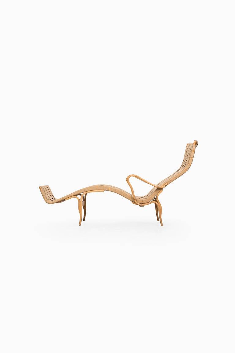 Bruno Mathsson lounge chair model Pernilla 3. Produced by Karl Mathsson in Värnamo, Sweden.