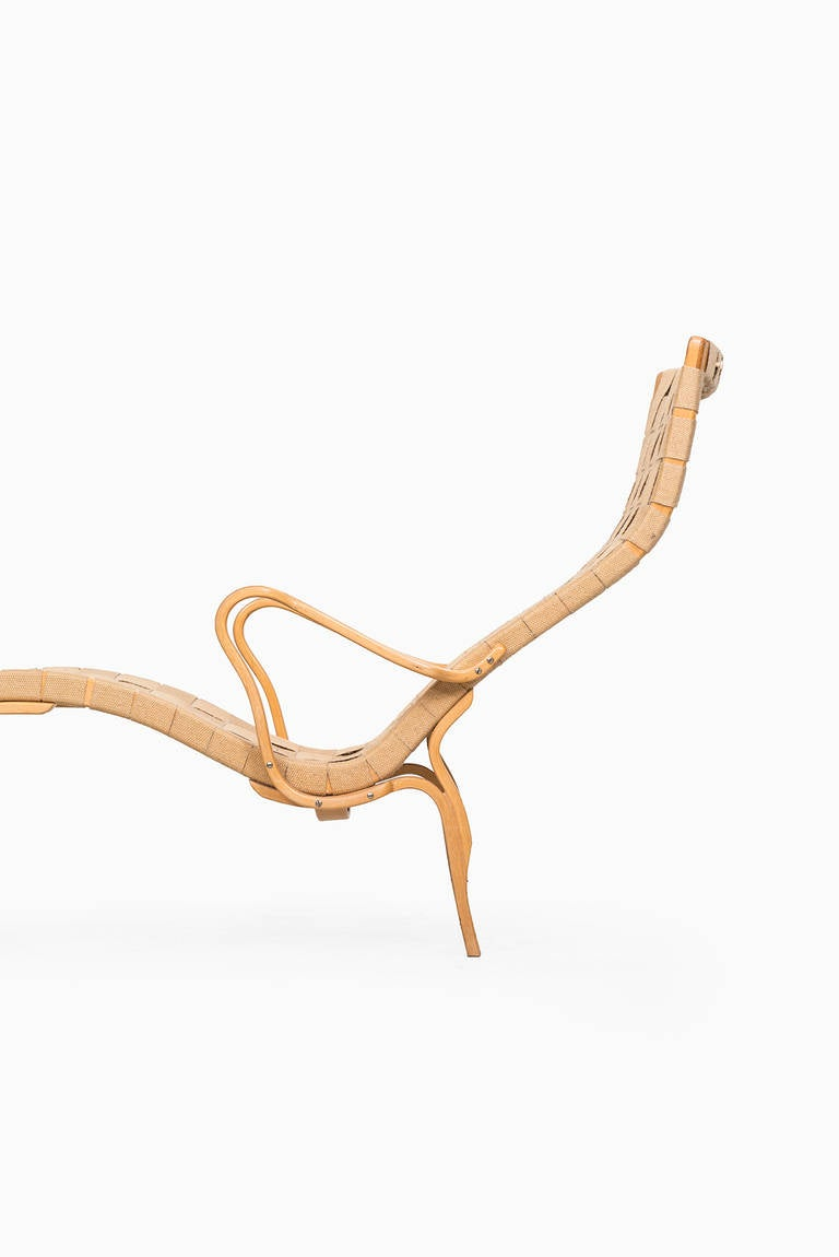 Mid-Century Modern Bruno Mathsson Pernilla Lounge Chair by Karl Mathsson in Sweden For Sale