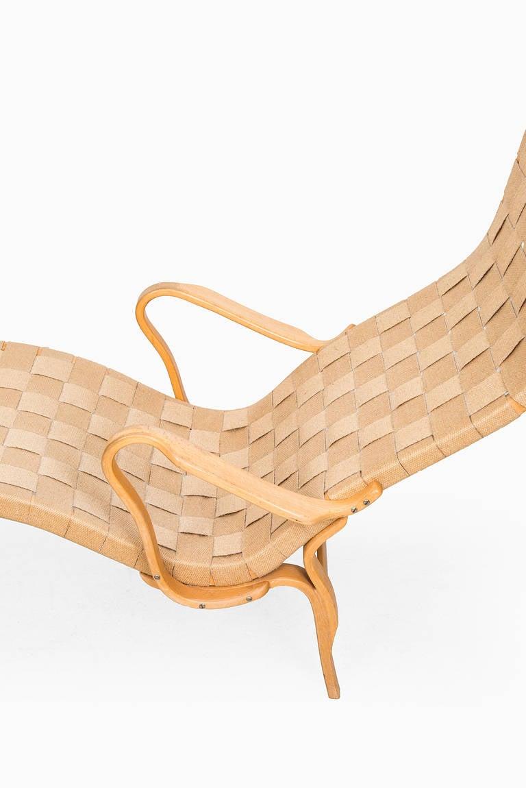 Swedish Bruno Mathsson Pernilla Lounge Chair by Karl Mathsson in Sweden For Sale