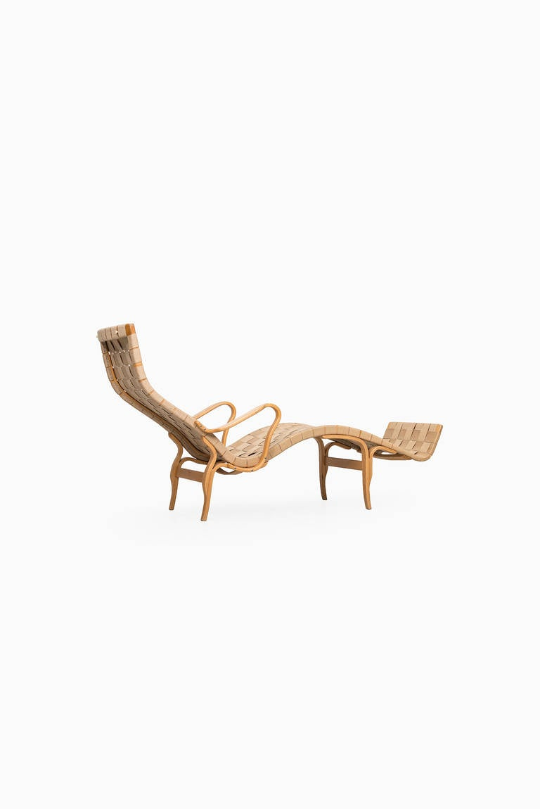 Late 20th Century Bruno Mathsson Pernilla Lounge Chair by Karl Mathsson in Sweden For Sale