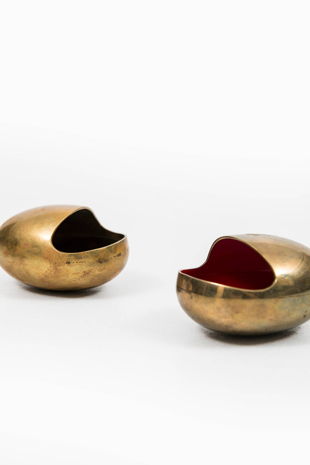 Set Of Two Ashtrays And Cigarette Holder In Brass By Cohr