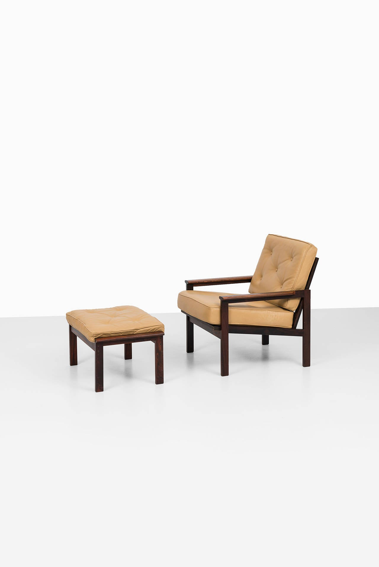 illum wikkels capella easy chair with stool by niels eilersen in denmark