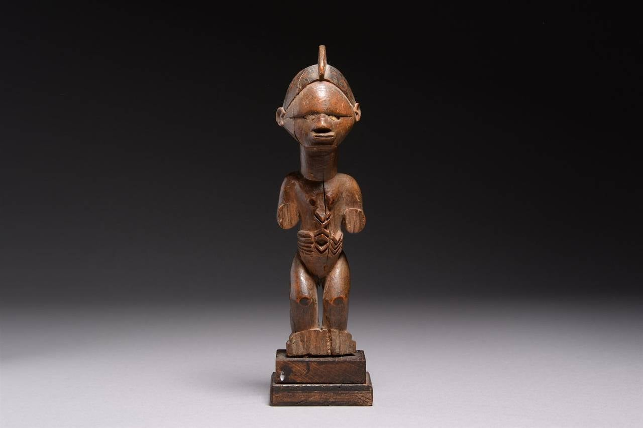 central african tribal wooden bembe figure early 20th century at 1stdibs. Black Bedroom Furniture Sets. Home Design Ideas