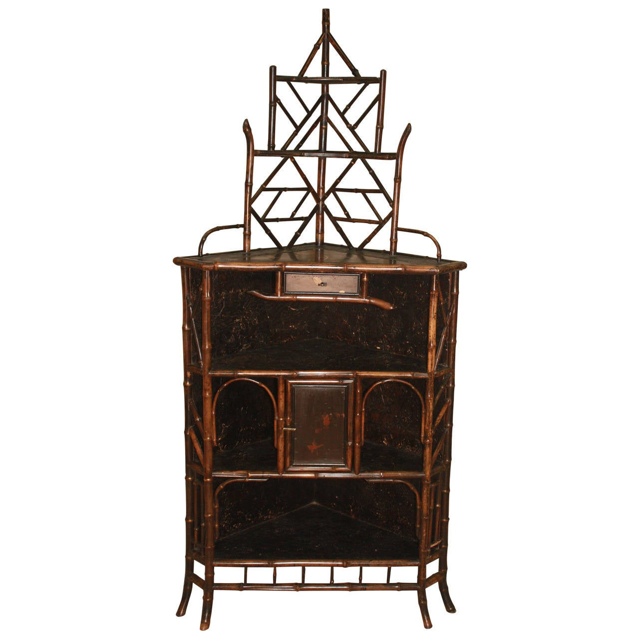 Charmant 19th Century Chinoiserie Bamboo Corner Cabinet For Sale