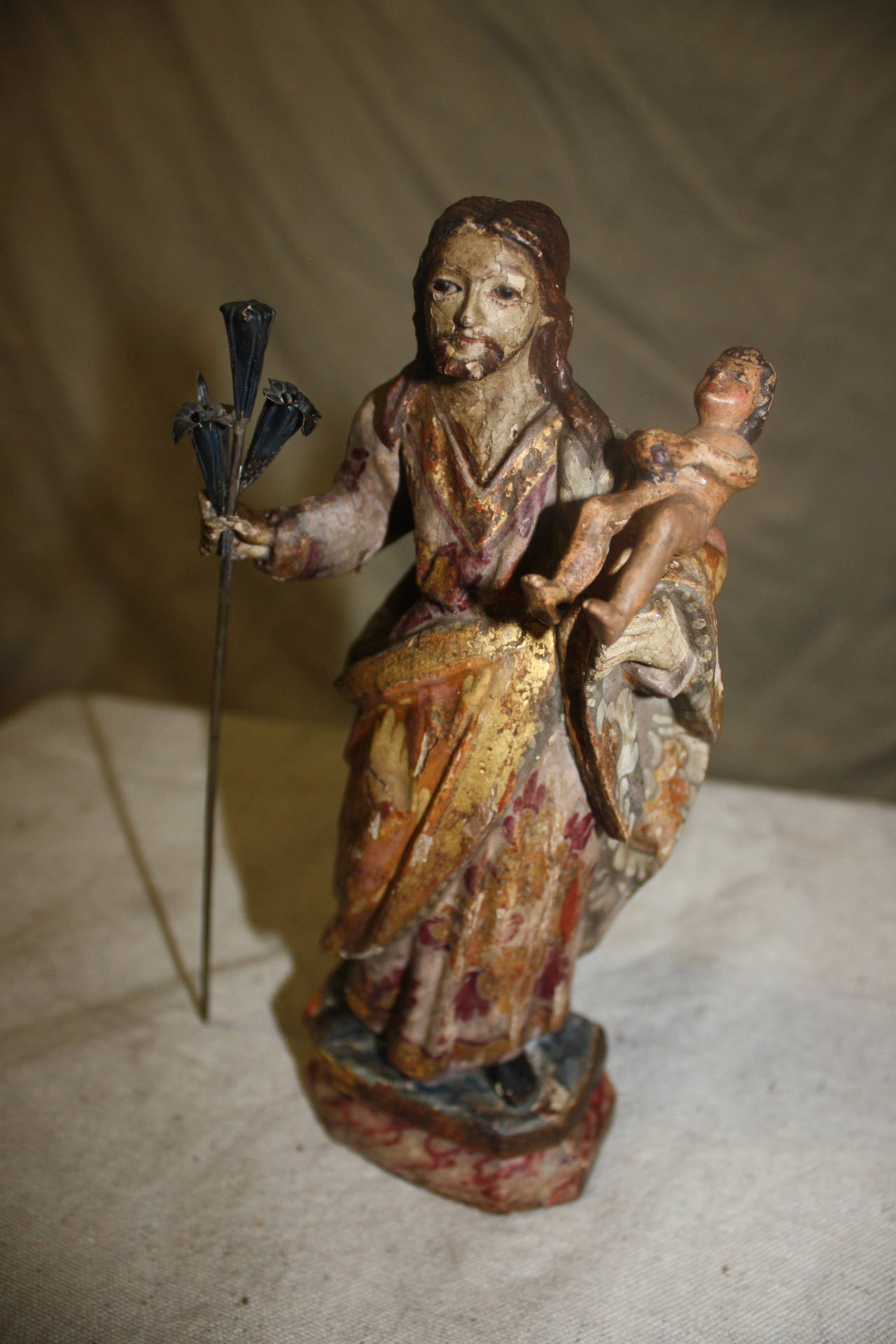 17th century religious wood polychromed and gilt sculpture. It is probably Saint-Joseph with the Christ.