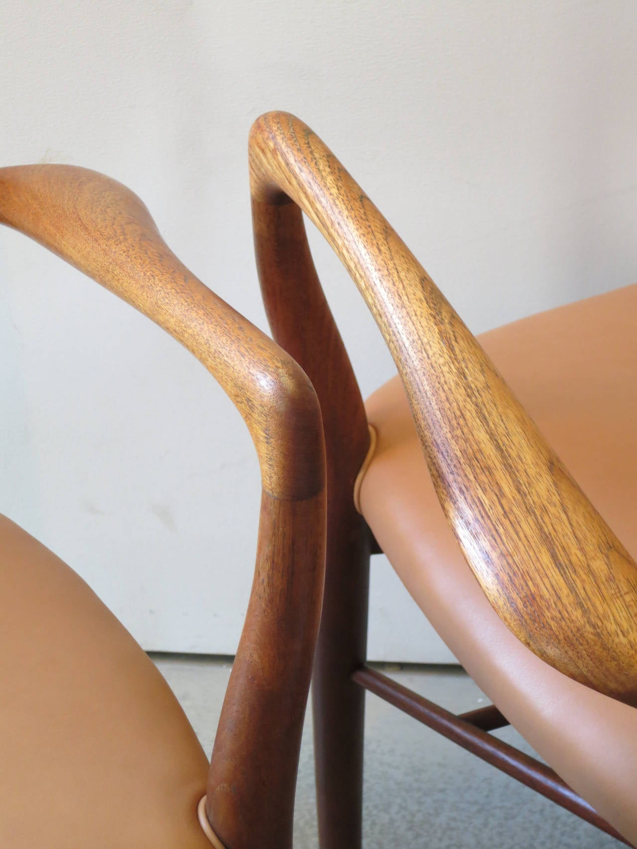 Scandinavian Modern Pair of NV46 Chairs by Finn Juhl in Teak with Natural Leather Upholstery For Sale