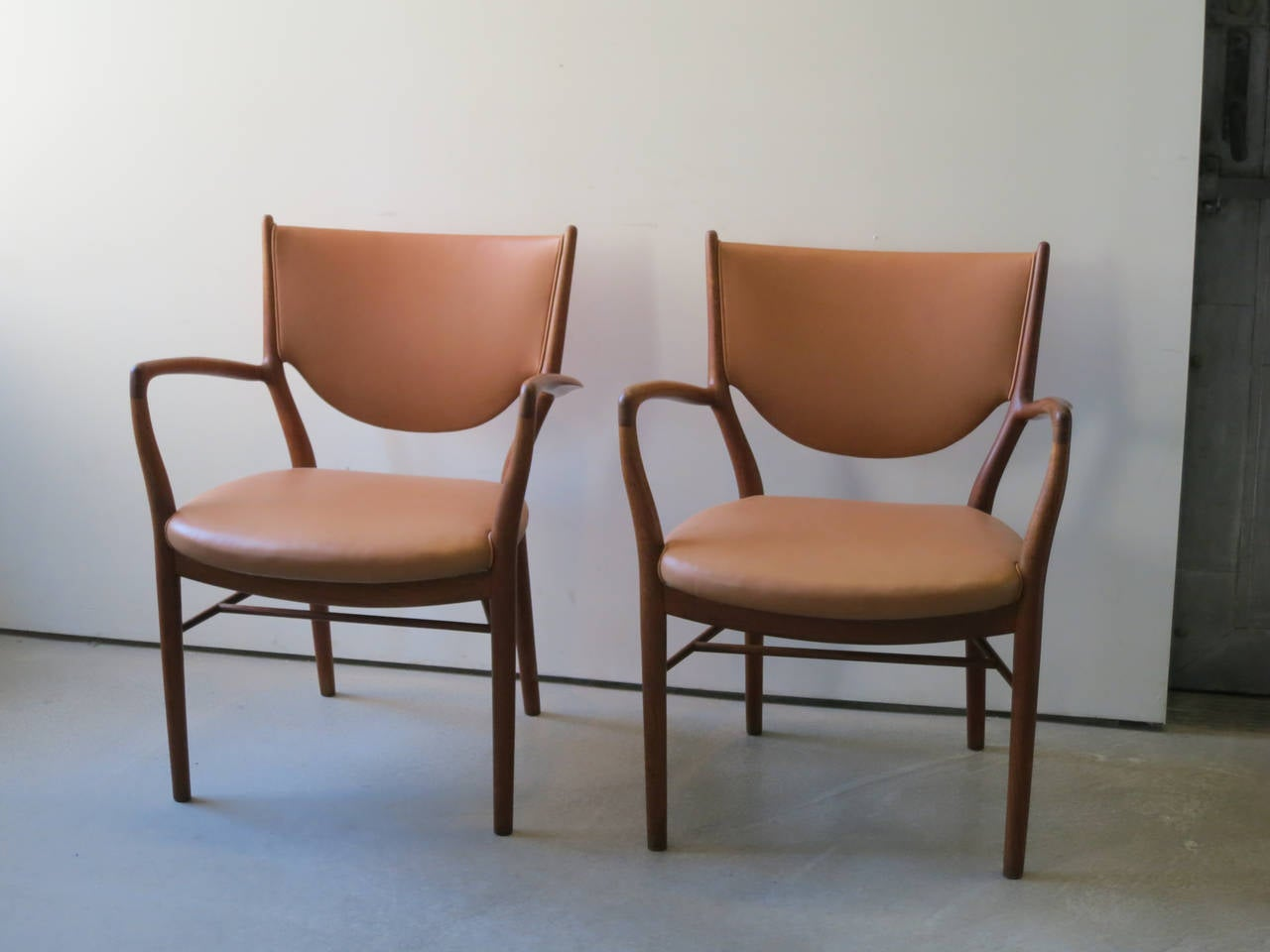 Pair of NV46 Chairs by Finn Juhl in Teak with Natural Leather Upholstery For Sale 1