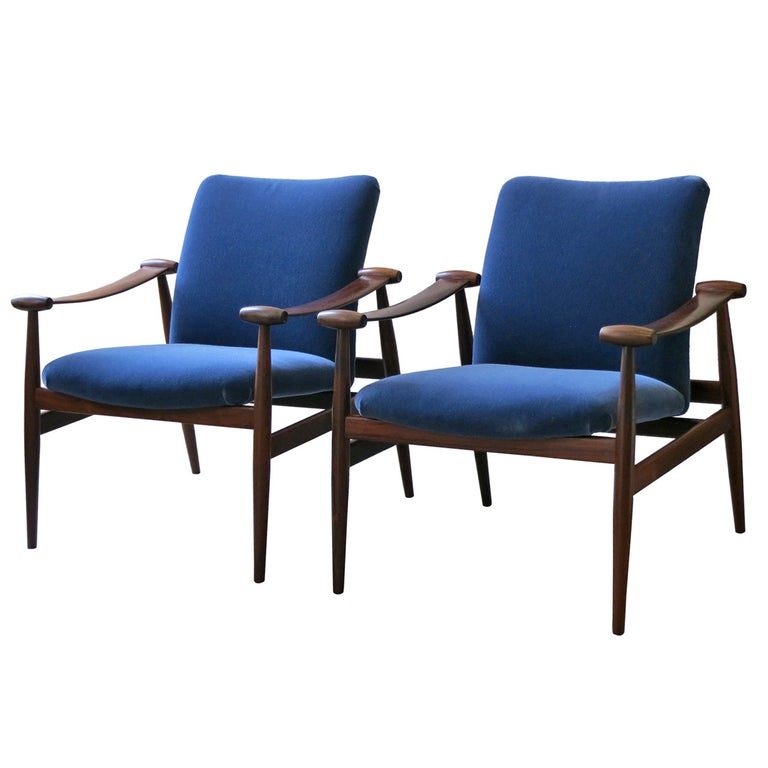 "Finn Juhl early pair of ""Spade Chairs"" in rosewood with blue mohair upholstery For Sale"