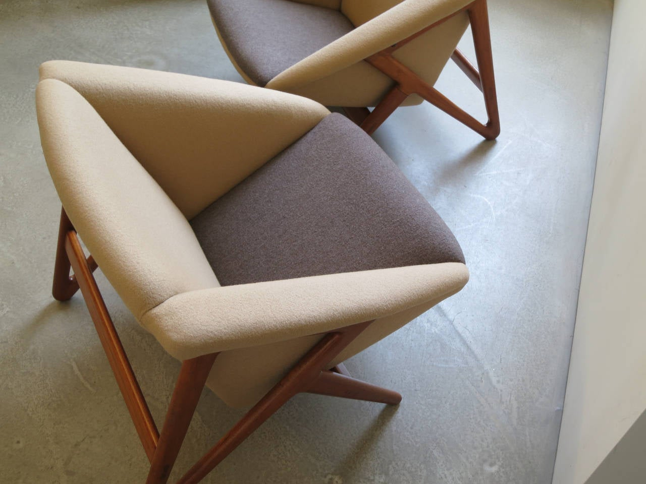 """Mid-20th Century Pair of """"Tipvogn"""" Chairs by H. Brockmann Petersen For Sale"""