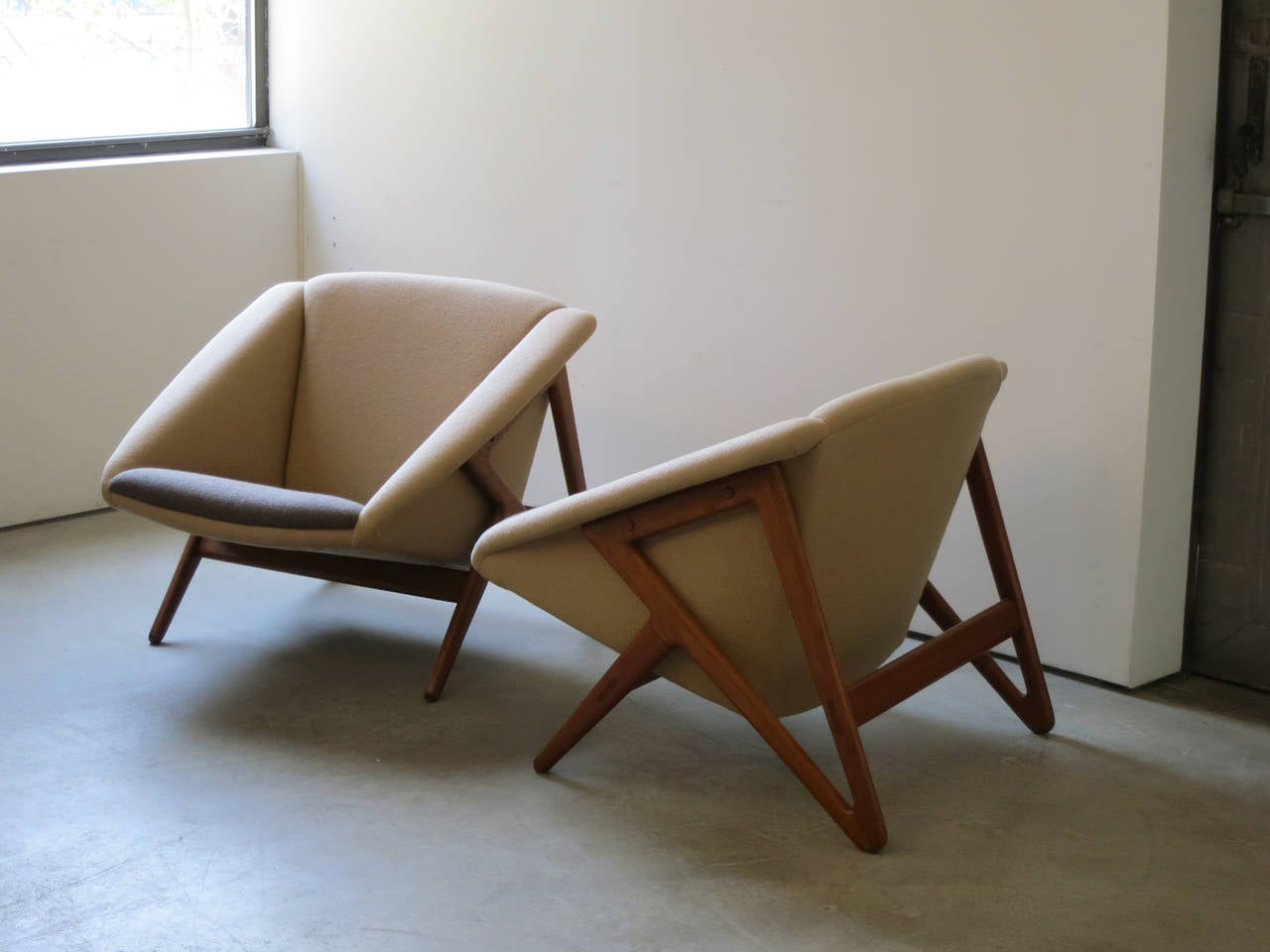 "Scandinavian Modern Pair of ""Tipvogn"" Chairs by H. Brockmann Petersen For Sale"