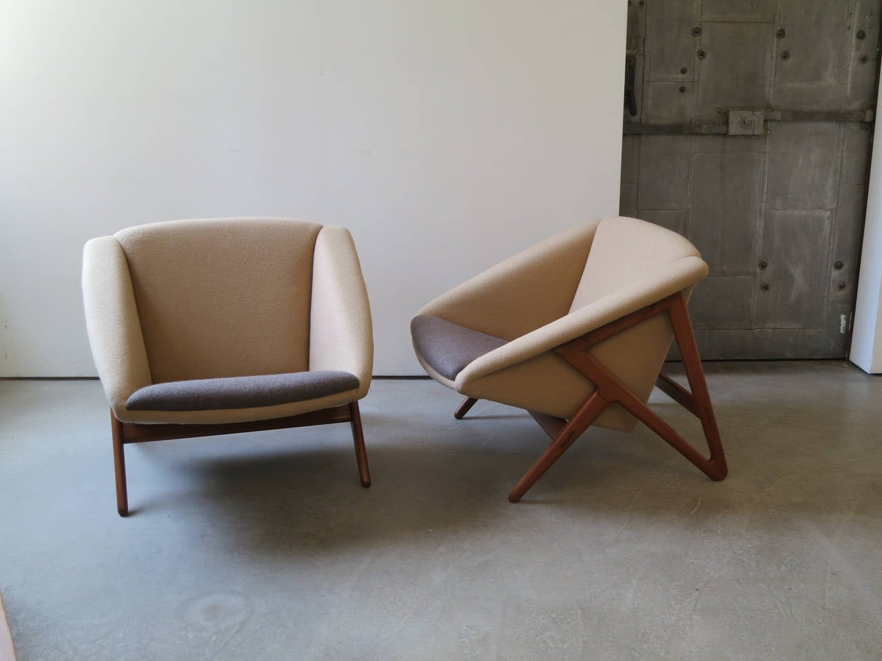 """Danish Pair of """"Tipvogn"""" Chairs by H. Brockmann Petersen For Sale"""