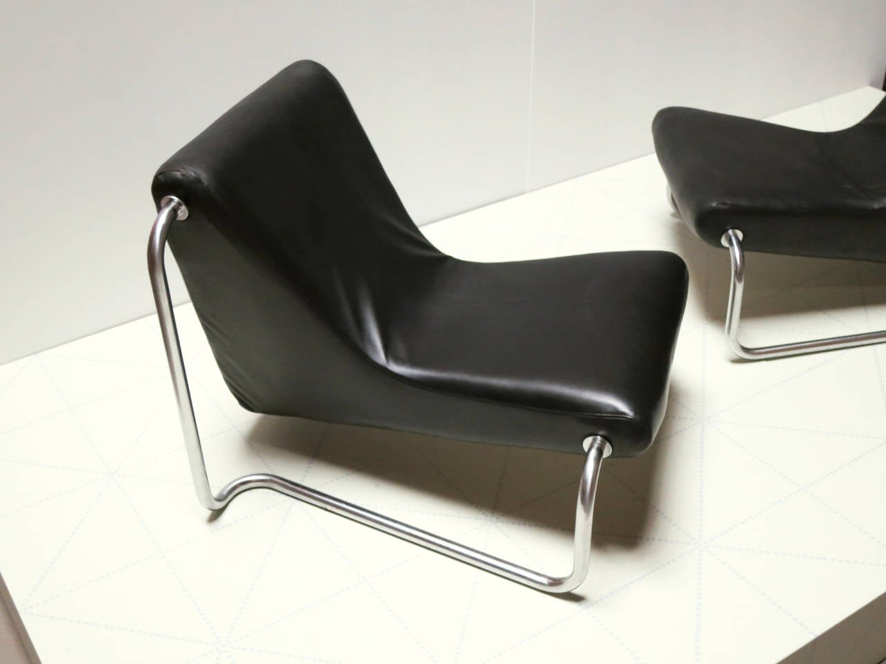 Scandinavian Modern Pair of Leather and Steel 1970s Lounge Chairs by Luigi Colani for Fritz Hansen For Sale