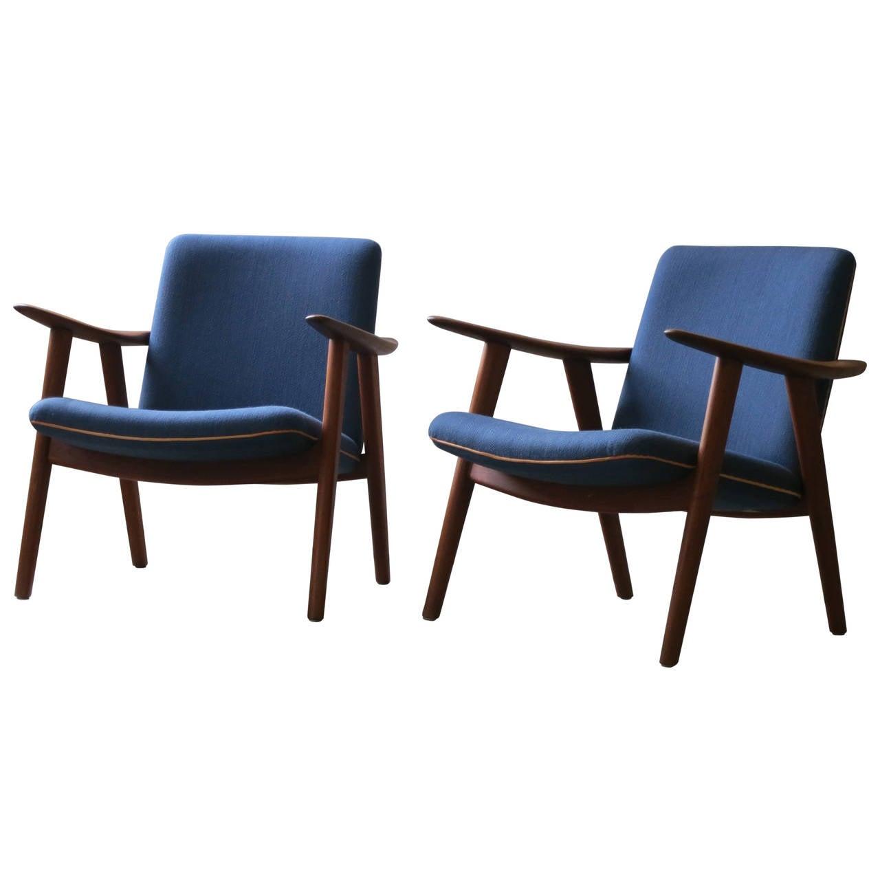 "Pair of Teak ""Sawbuck"" Chairs by Hans Wegner For Sale"