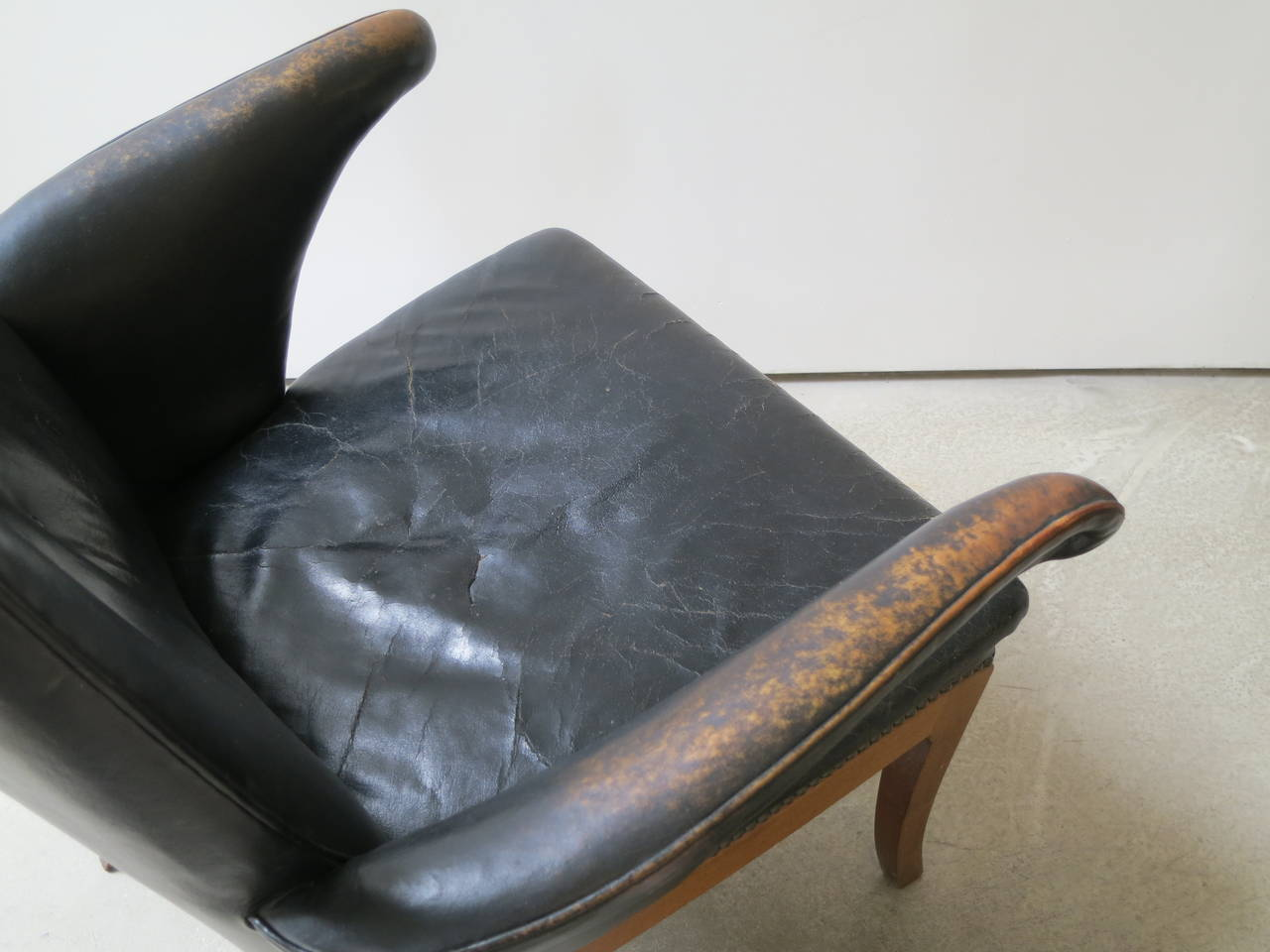 Patinated Armchair in Original Black-Brown Leather by Frits Henningsen, 1930s For Sale