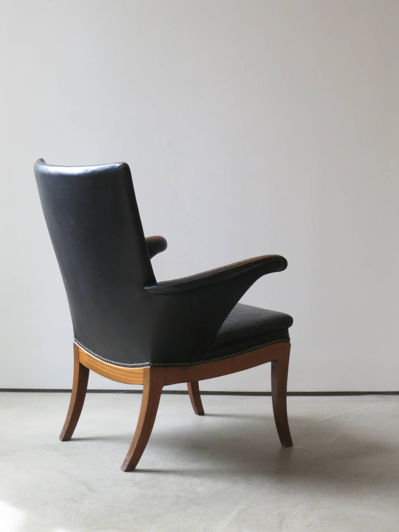 Scandinavian Modern Armchair in Original Black-Brown Leather by Frits Henningsen, 1930s For Sale