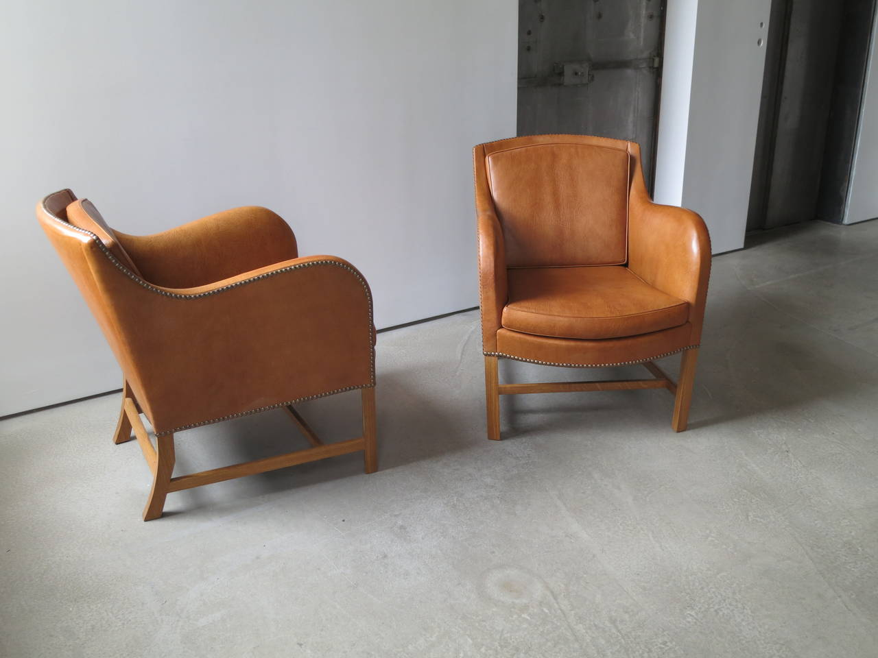 "Pair of ""Mix"" Chairs in Nigerian Goatskin with Brass Nailheads by Kaare Klint In Excellent Condition For Sale In New York, NY"