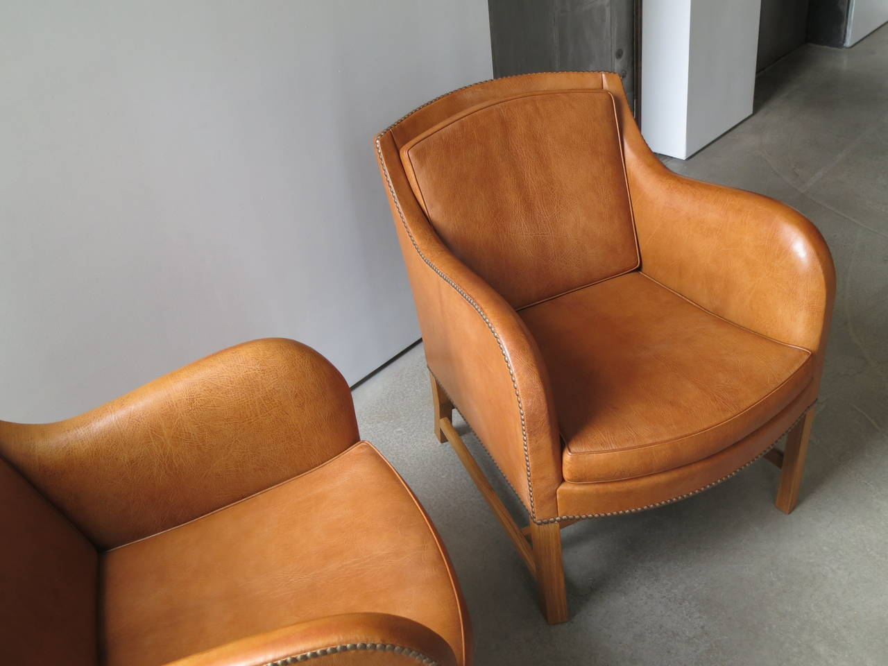 "Pair of ""Mix"" Chairs in Nigerian Goatskin with Brass Nailheads by Kaare Klint For Sale 2"