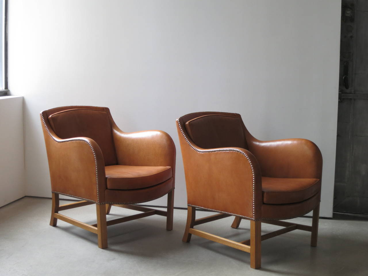 "Pair of ""Mix"" Chairs in Nigerian Goatskin with Brass Nailheads by Kaare Klint For Sale 4"