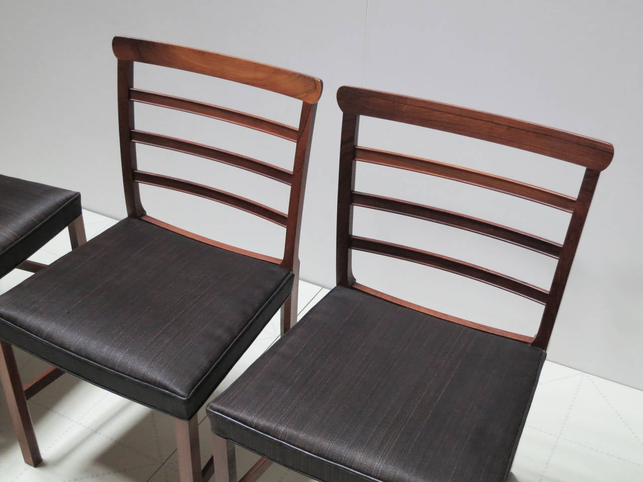 Set of Eight Brazilian Rosewood and Horsehair Dining Chairs by Ole Wanscher. This set of eight ladder back dining chairs was designed and made in the 1940s by Ole Wanscher. They retain their original brownish-black horsehair seats with leather