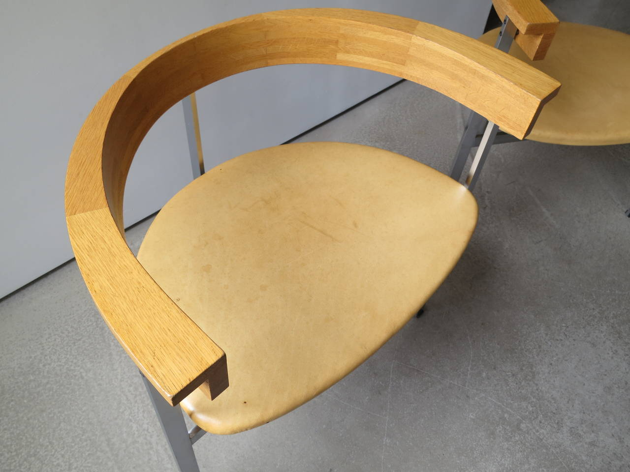 Pair of PK-11 Armchairs by Poul Kjærholm, made by E. Kold Christensen In Excellent Condition For Sale In New York, NY
