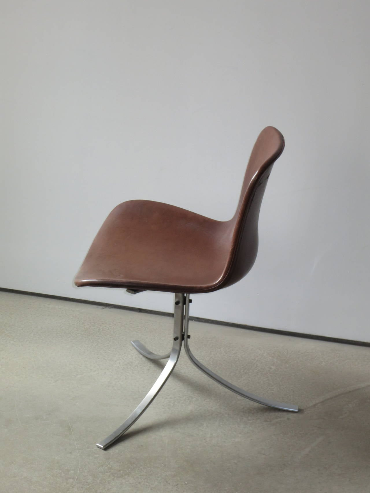 Patinated PK-9 Chair by Poul Kjærholm in patinated brown leather For Sale