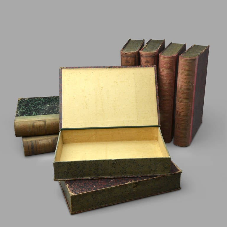 Book form boxes in colorful marbled paper on board. Locking by little brass hook.